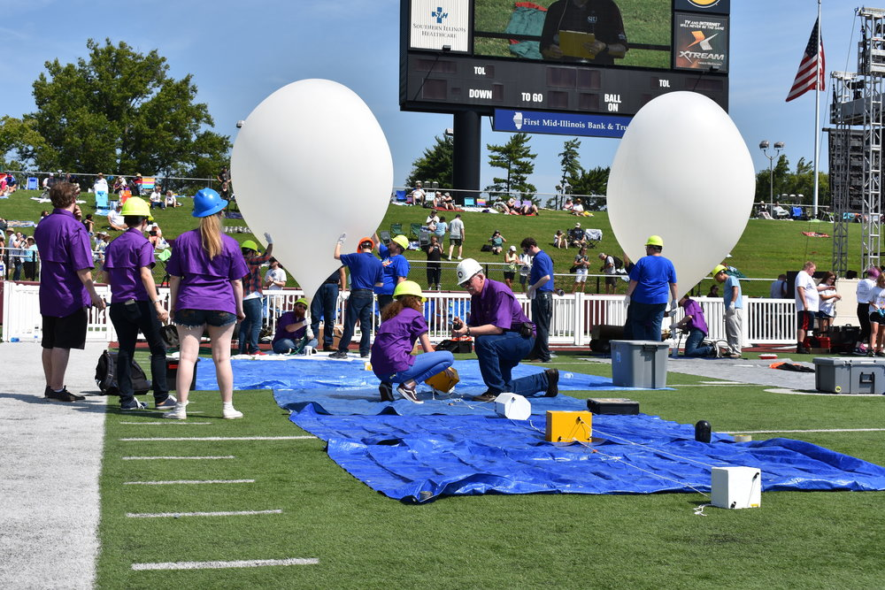 Filling balloons