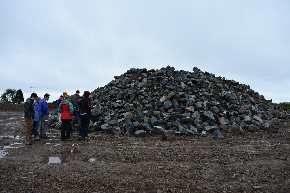 Students investigate a rock pile about 5-6 miles north of Pomeroy with a discussion led by Dr. Peter Clift and Dr. Amy Luther.