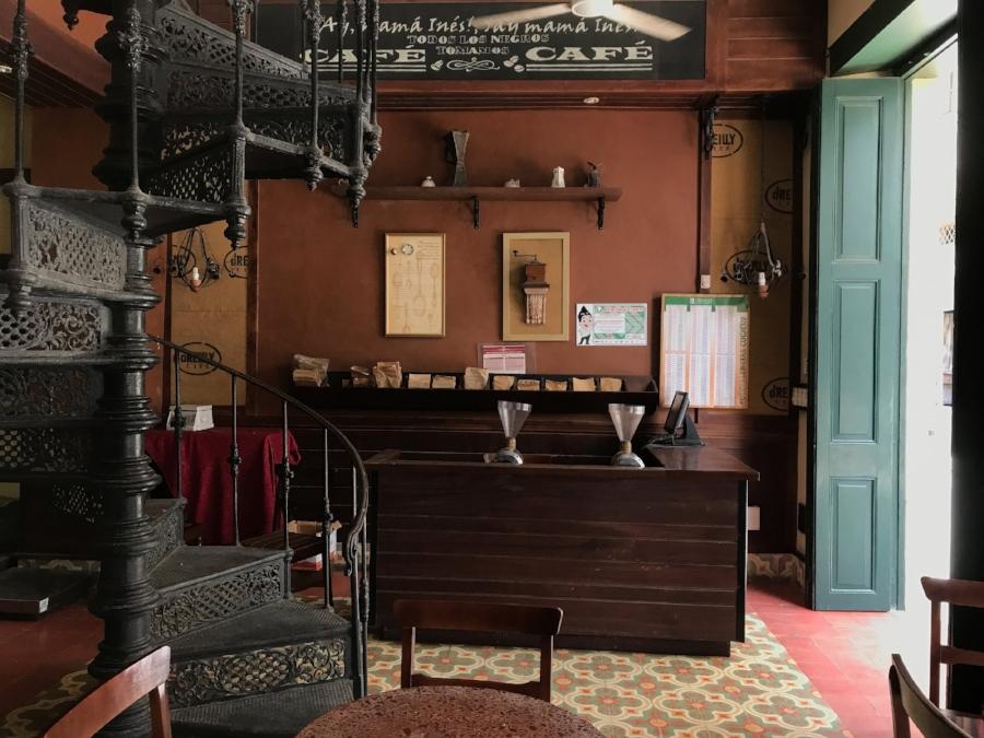 inside cafe o'reilly havana cuba