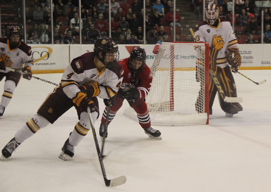 Neal Pionk handles the puck in UMD's 2-1 win over St. Cloud State last Saturday. Playing alongside senior captain Andy Welinski for much of the season, the freshman has racked up 13 points (11 assists) and a plus-nine rating. MADDIE GINSBERG/STATESMAN