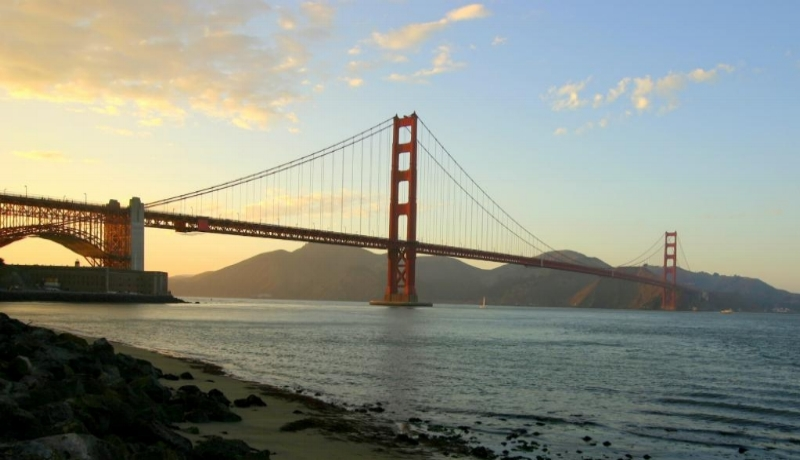 Golden_Gate_Bridge_with_Marin_Headlands_as_backdrop.jpg