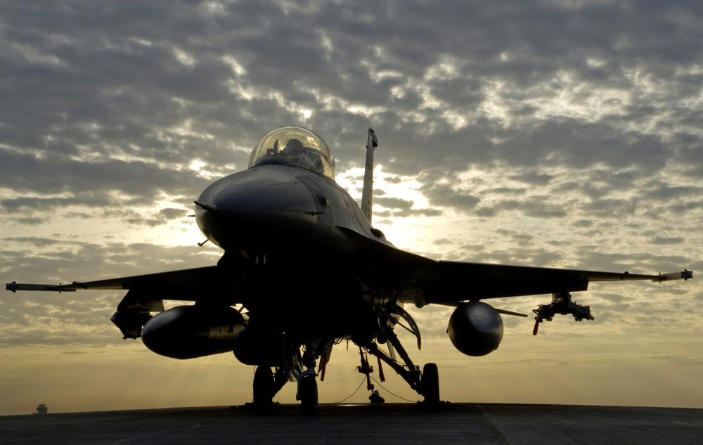 F-16_by_dawn.jpg
