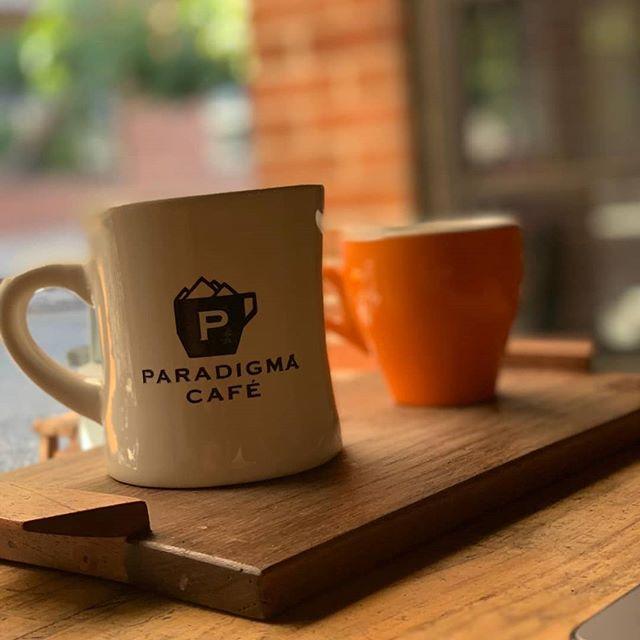 The best colours are choosen with the best coffee, Its monday baby! Empieza abril y nueva semana que se van a hacer para semana santa?!