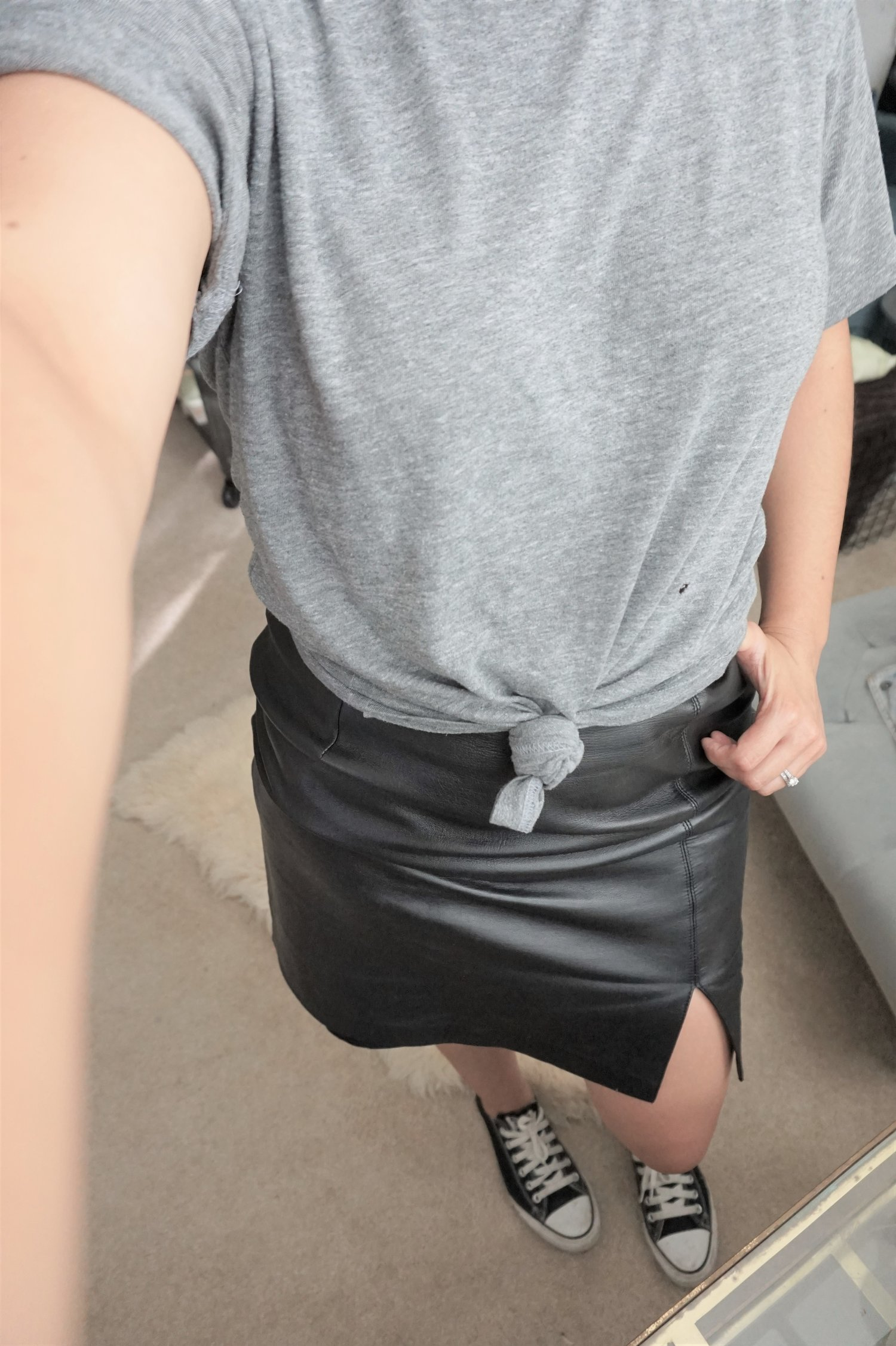 casual leather skirt outfit