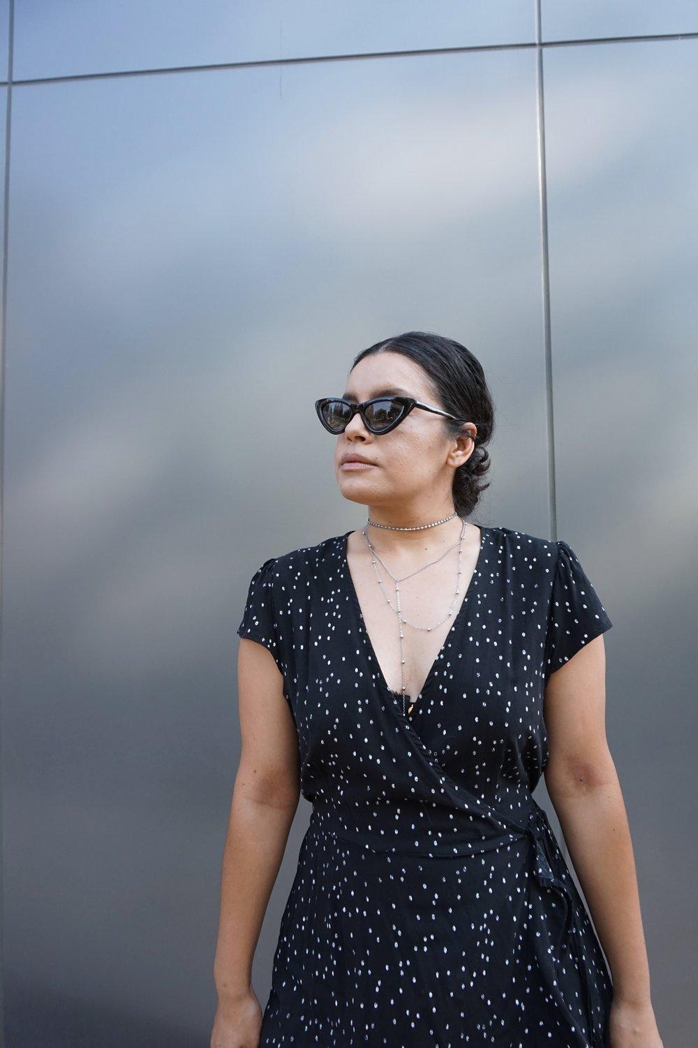 Straw bag and polka dot dress summer trend