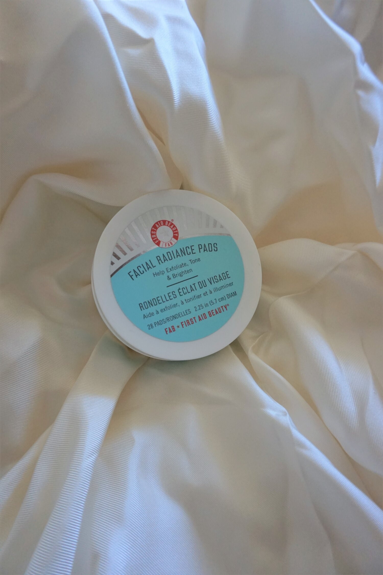 first aid beauty facial radiance exfoliating pads