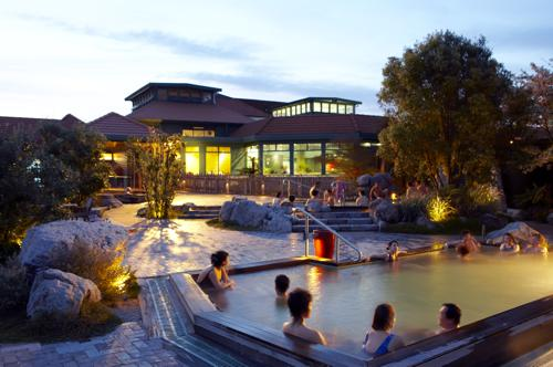 Rotorua and Polynesian Spa Hot Pools with lunch: Deluxe Tour TR68 A Chance to Spoil Yourself!