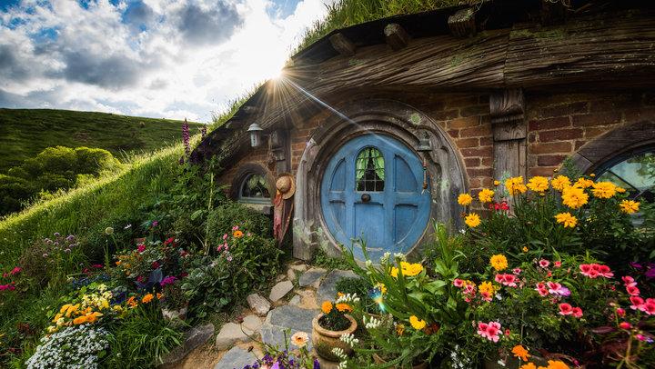 hobbiton set 01.jpg