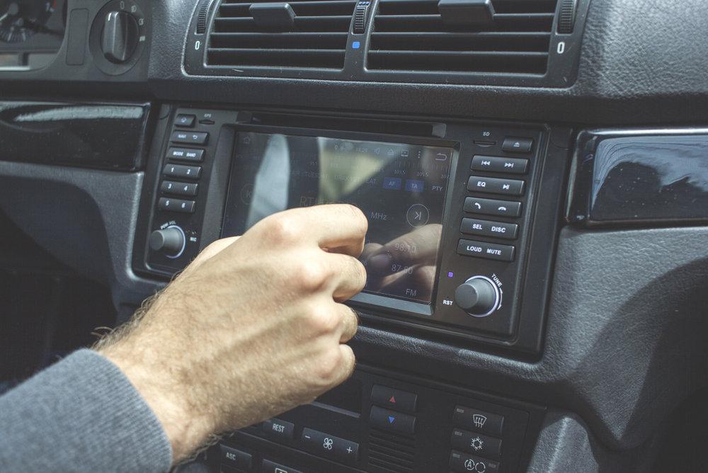 Mömus BMW E39 Navigation Eonon Android Install