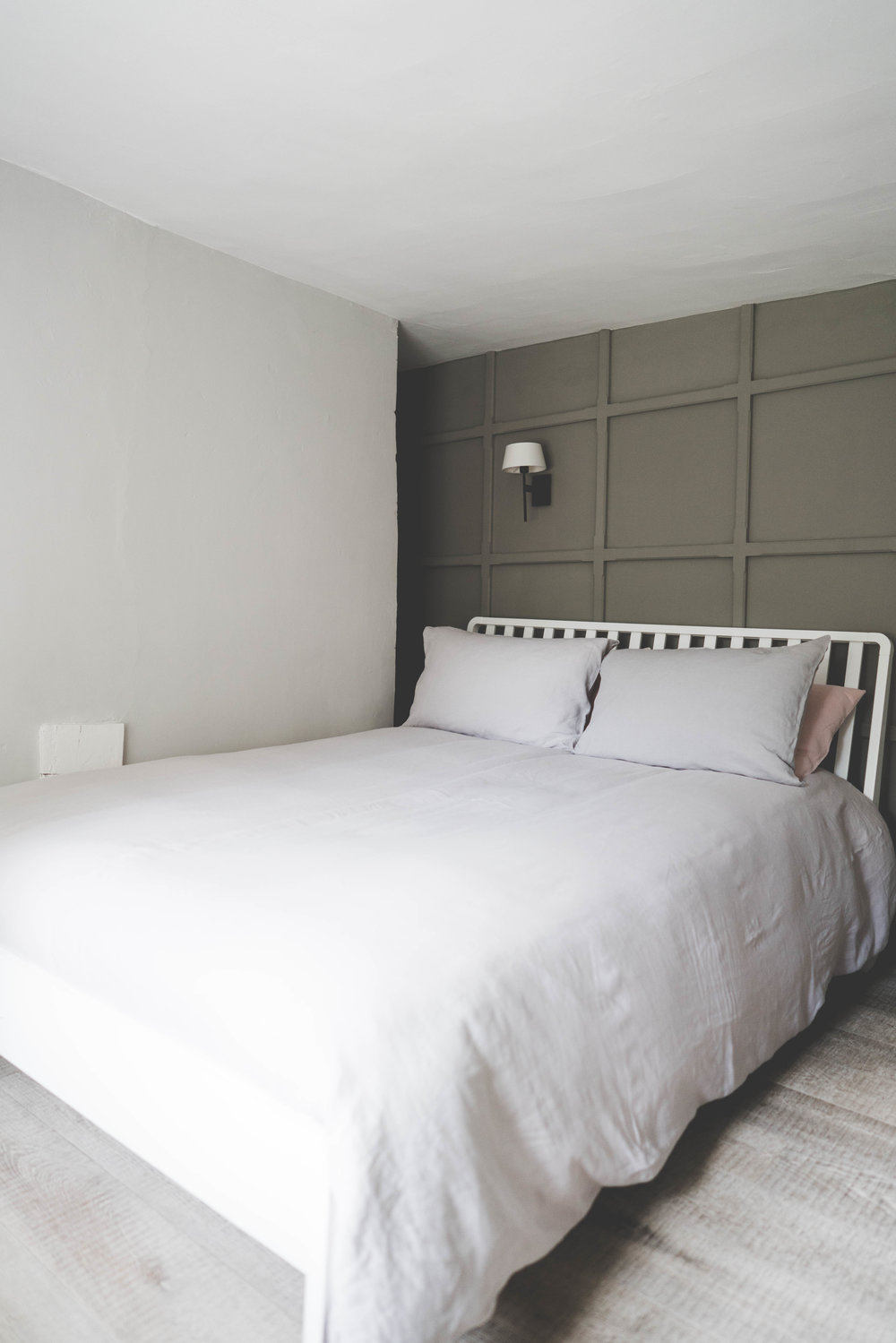 Bedroom 2 with king size bed and en-suite WC