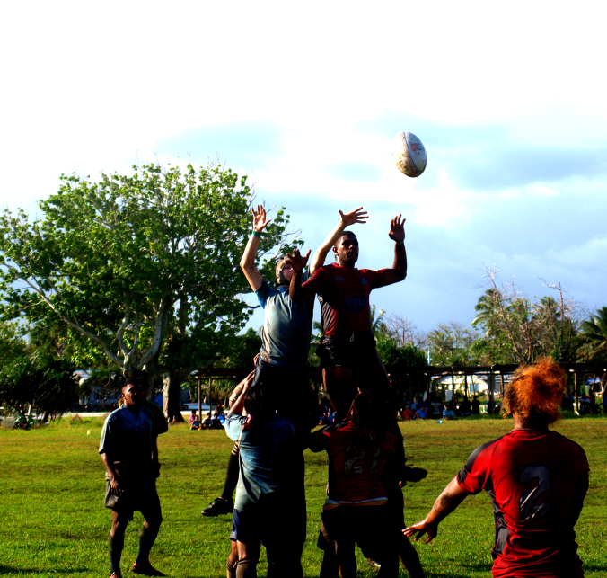 Demonstrating how not to win a lineout...