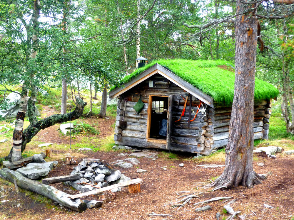 Sometimes you stumble across a place which is so perfect it would be rude not to sleep there, like this log cabin hidden in the middle of a Swedish national park…