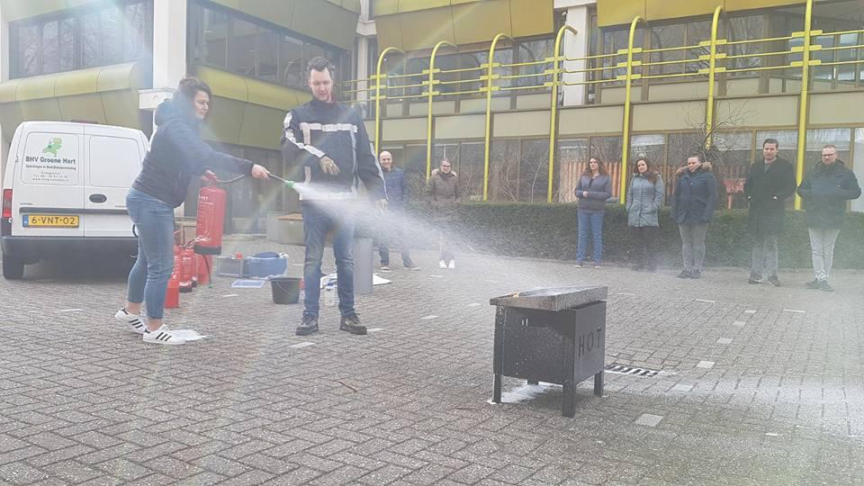 Loes blust een brandje