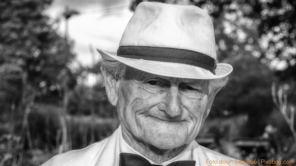 black-and-white-elderly-happy-160422.jpg