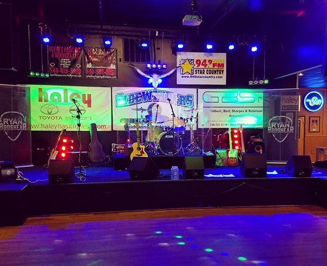 Love it when the stage is set #BringonSaturdayNight #Showtime  @sidewindersaloon