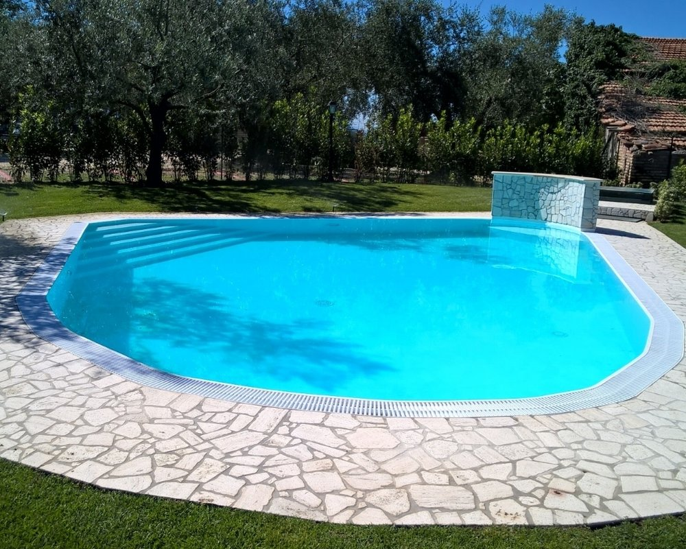 www.tastetrailsrome.com - Cookery holidays.  Guests private swimming pool.