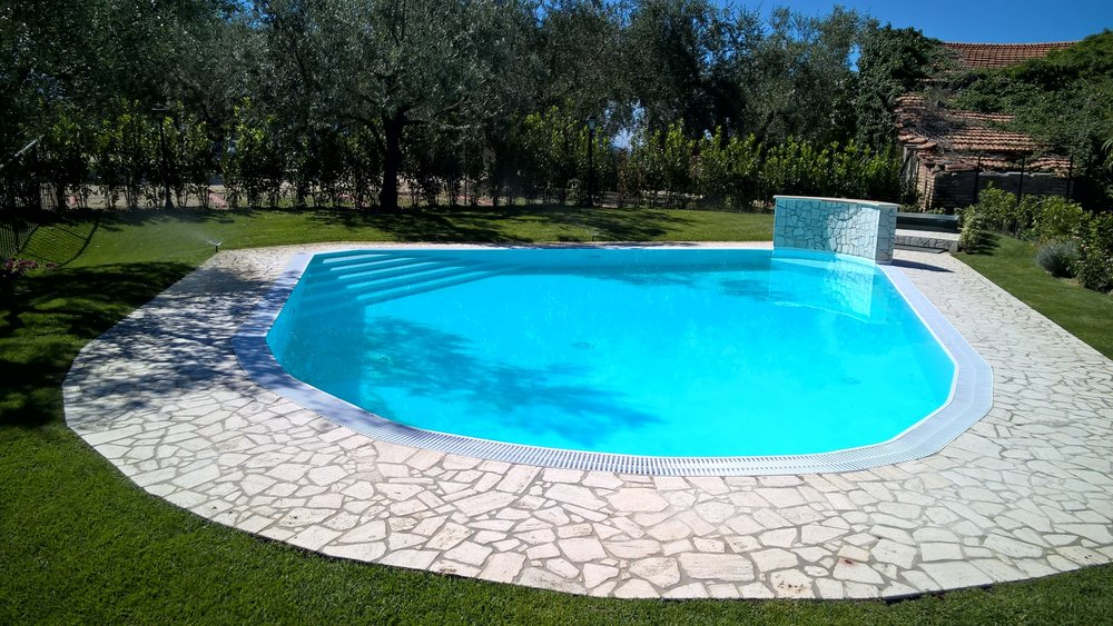 Private pool for guests - www.tastetrailsrome.com  - Italian cookery holidays