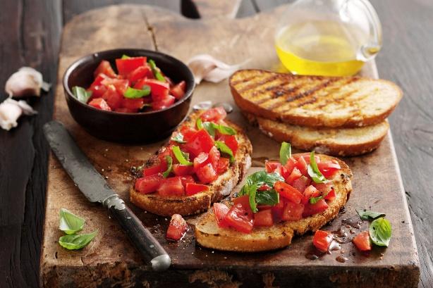 Tomato+Bruschetta+www.tastetrailsrome.com+cooking+holiday+italy.jpg