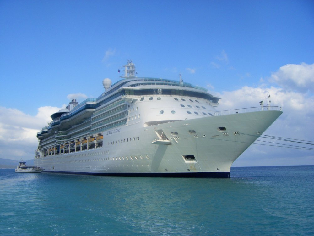 Jewel_of_the_Seas_in_Labadee.jpg