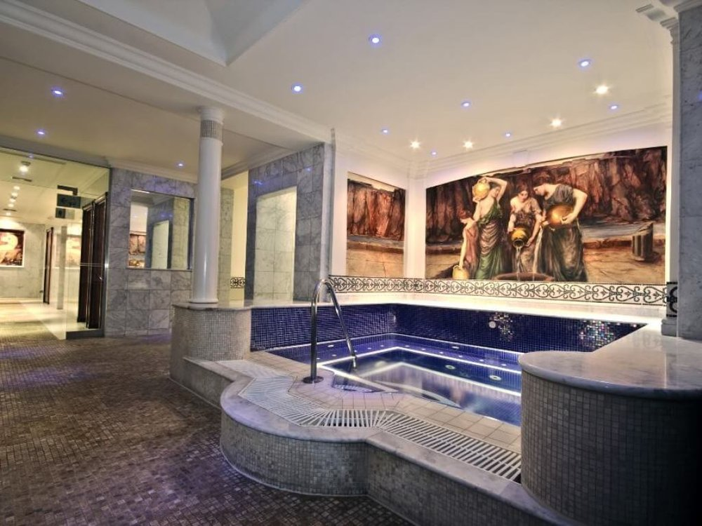 the-forum-spa-at-celtic-manor-resort-jacuzzi.jpg