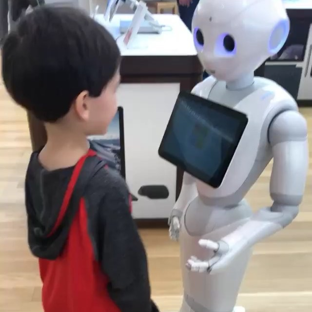 Glimpse into the kids' future... Yeah, he didn't know what to do with his hands.. lol! 🤖🔜🖤 . . #robot #futureoftech #thejetsons #nextgen