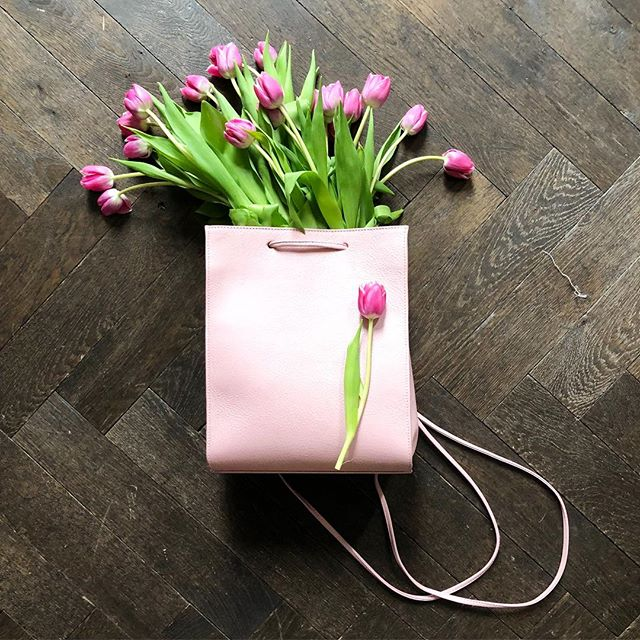 Tote around your 🌷