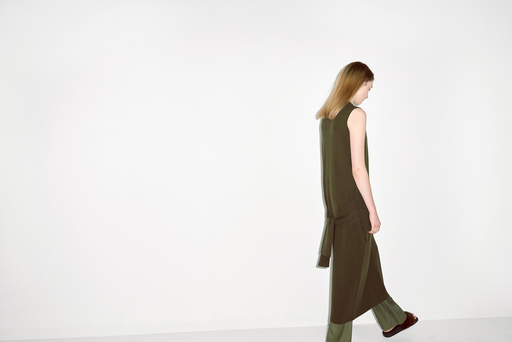 D01. Khaki sleeveless dress, D02. Green pants
