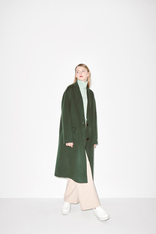 HC02. Khaki handmade coat, B01. Jade turtle neck blouse, P03. Light beige pants