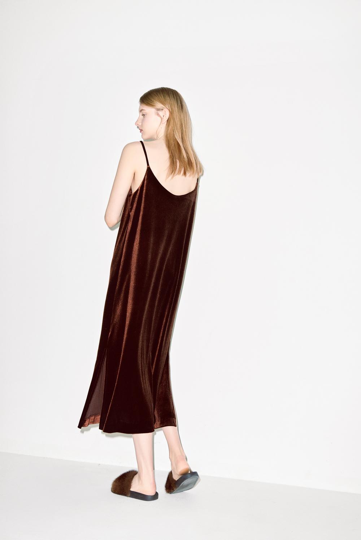 D03. Brown velvet dress
