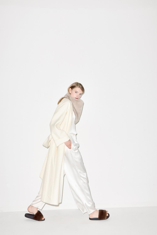 HC05. Ivory handmade coat