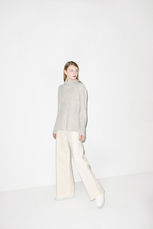 K01. Light grey turtle neck, P03. Ivory pants