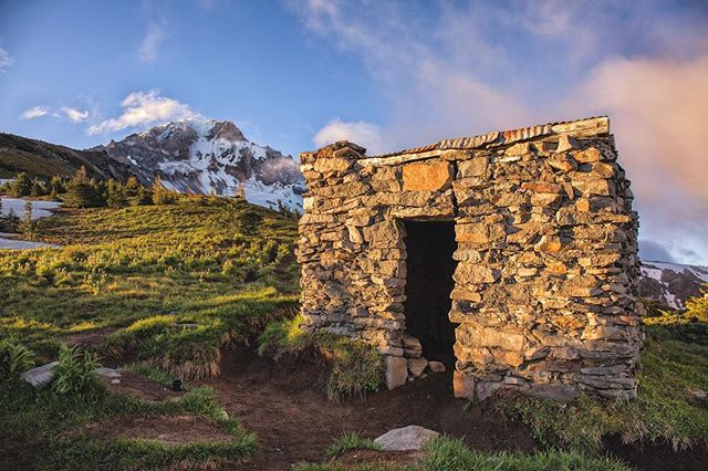 First morning light hits the shelter at McNeil Point on the western ridges of Mt Hood. #oregonexplored #exploreoregon #bestofportland #bestoforegon #mthood #mthoodterritory #mthoodnationalforest #mcneilpoint #mcneilshelter #mornings #morninglight #pnwlife #pnwonderland #traveloregon #wildnout #liked #likers #backpacking #hikingadventures #alpine #mountaineering #instaplace #followmeto #followbacks #timberlinetrail #pacificcresttrail #cascadiaexplored