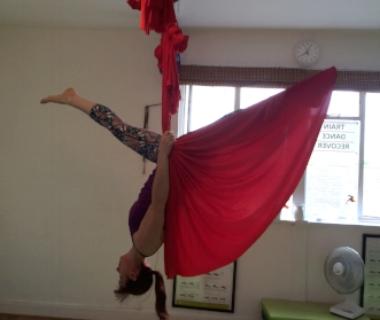 jo aerial hammock inverted split.JPG