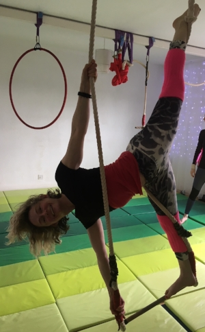 Tanya splits low trapeze.JPG
