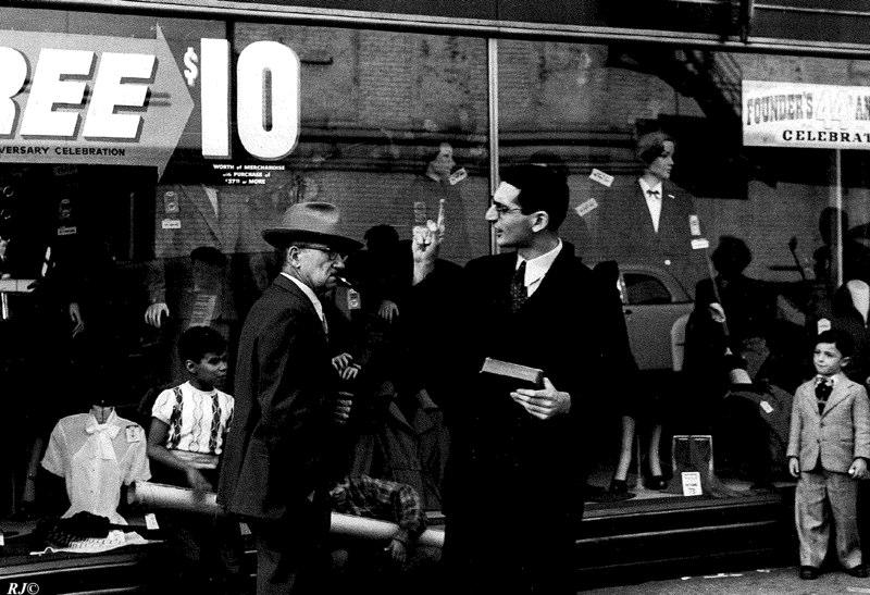 Man in suit pointing, Manhattan, 1954