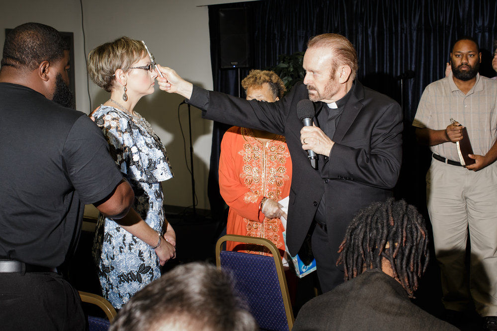 Photo of Bob Larson exorcising a woman