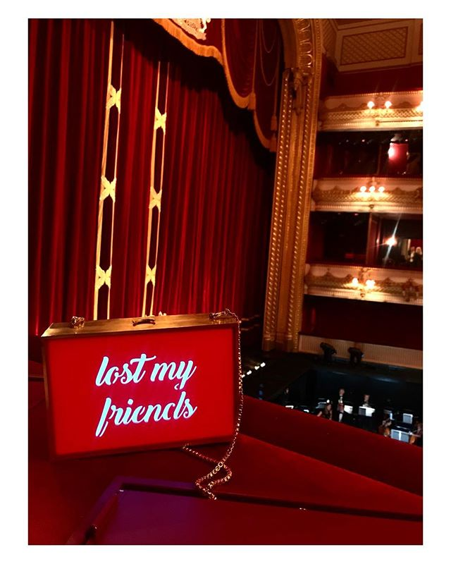 in case you loose your friends  @royaloperahouse ... just #LightUp your #Clutch