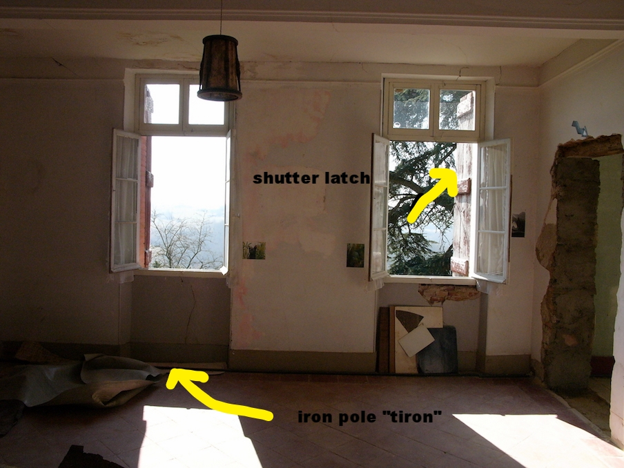 "IRON ""TIRON"" RUNNING UNDER THE WINDOWS"