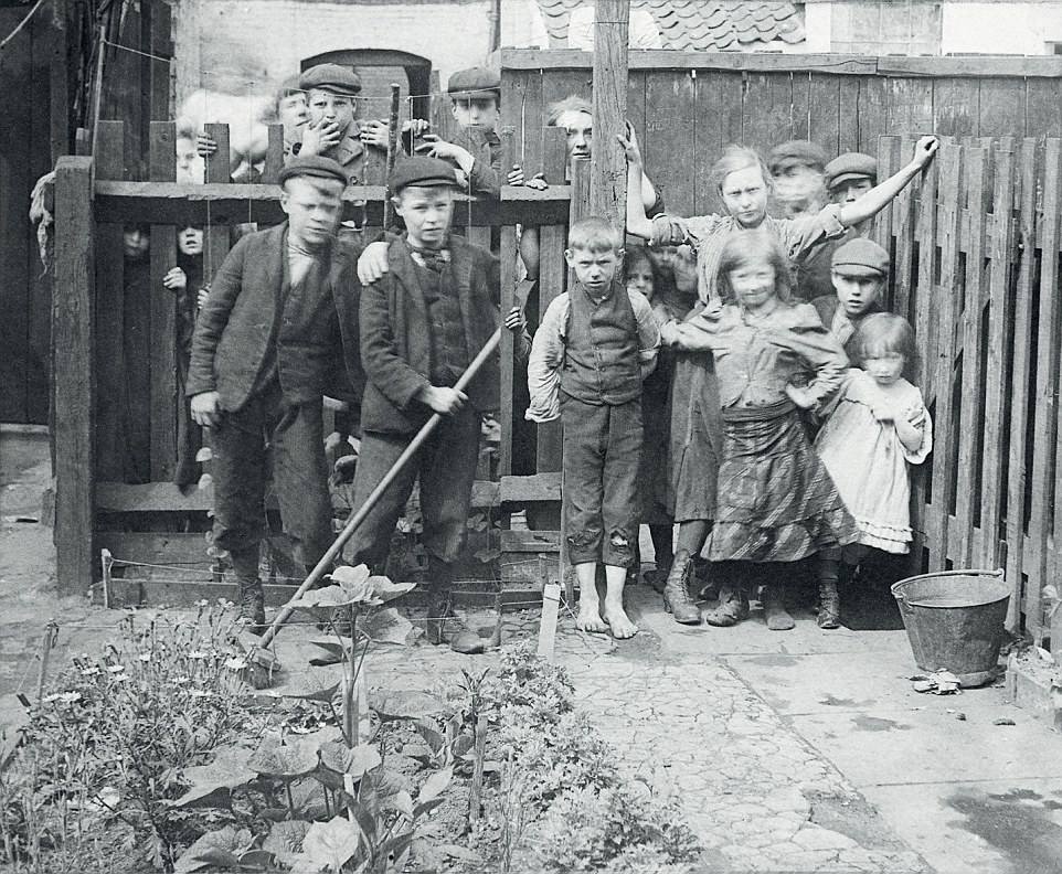 SPITALFIELDS' RESIDENTS in the EARLY 1900's