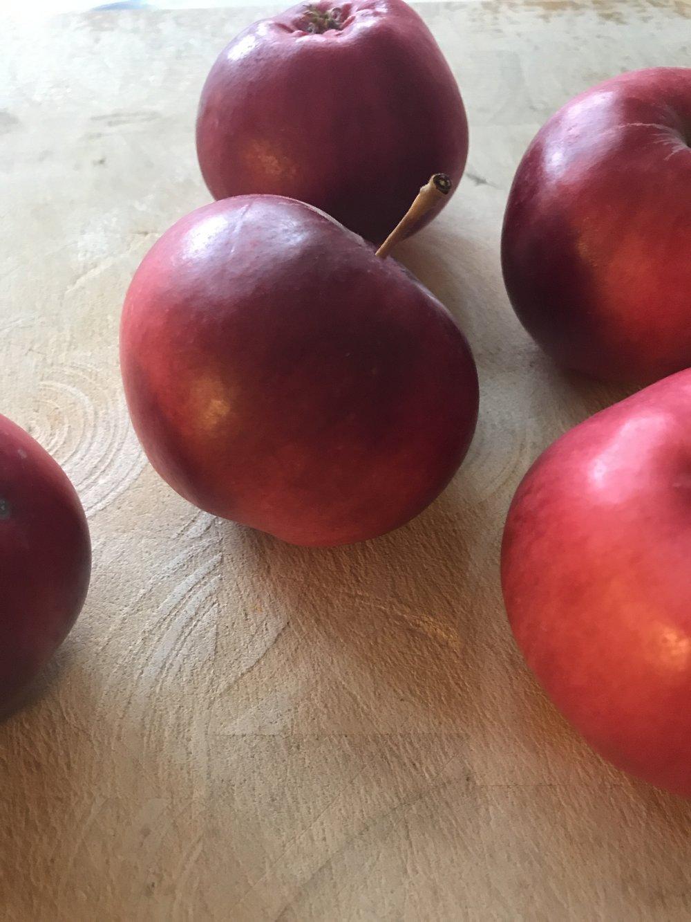 Omenat ovat yksi vahvimmista maksan eheyttäjistä. Ne nesteyttävät syvällä tasolla ja puhdistavat suolistoa.