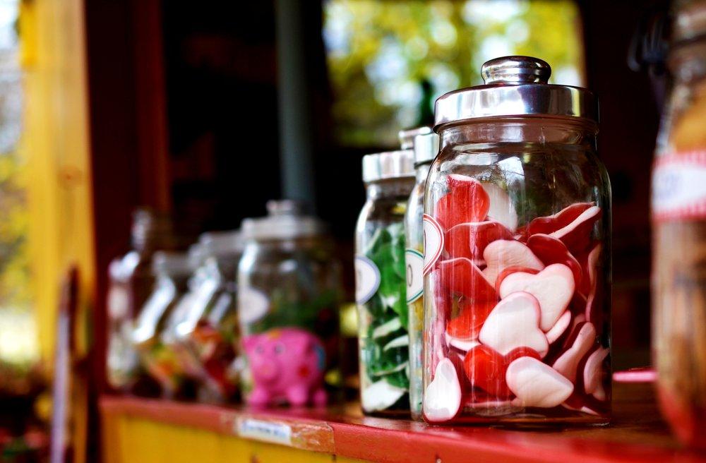 Huomaa, että me emme usein syö VAIN sokerisia karkkeja. Me syömme jäätelöä, suklaata, keksejä, pullia, munkkeja ja kakkuja. Kaikkia sellaisia joissa on runsaasti rasvaa.