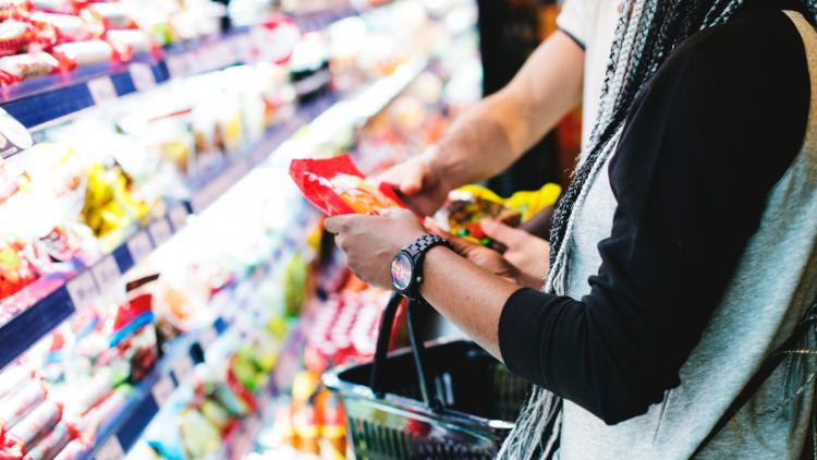 Consumers-shopping-freepik-30645-72dpi.jpg