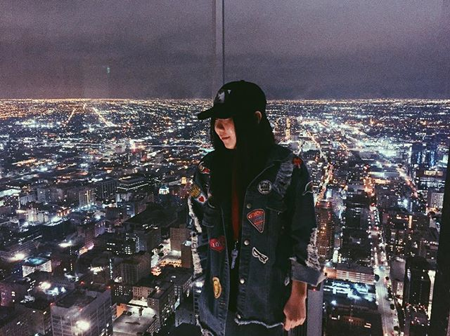 CAN LA CITY LIGHTS GET ANY PRETTIER😍❤️ . . . . . . . #linkinbio #fashionblog #LA #OUE #skyspace #fashionblogger #ootd #fashion #lalala #hashtagsonhashtags #ihatehashtags #whydoievendothis