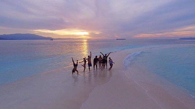 Follow our journey 17.08.2018 . . . #ceritakakatua #kakatuahostel #rajaampat #westpapua #visitrajaampat #rajaampatparadise #visitindonesia #wonderfulindonesia #exploreindonesia #pesonaindonesia #beautifuldestinations #westpapua