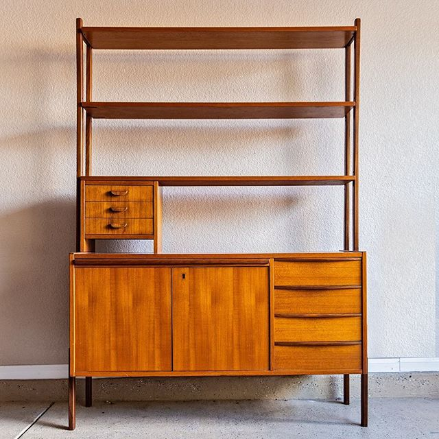 Now available at FM is this refinished Danish Modern Desk/Bookshelf in Teak.  For more info, photos and pricing please visit our website (link in bio)  Shipping available within this United States.