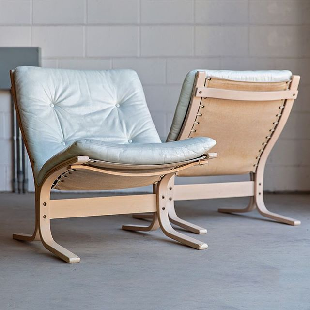 Siesta anyone? 😴😴 Two white Westnofa Siesta Chairs by Ingmar Relling now available at FM. In good vintage condition.  For more info and pricing please visit our website (link in bio) or swipe up on our story. Shipping available.