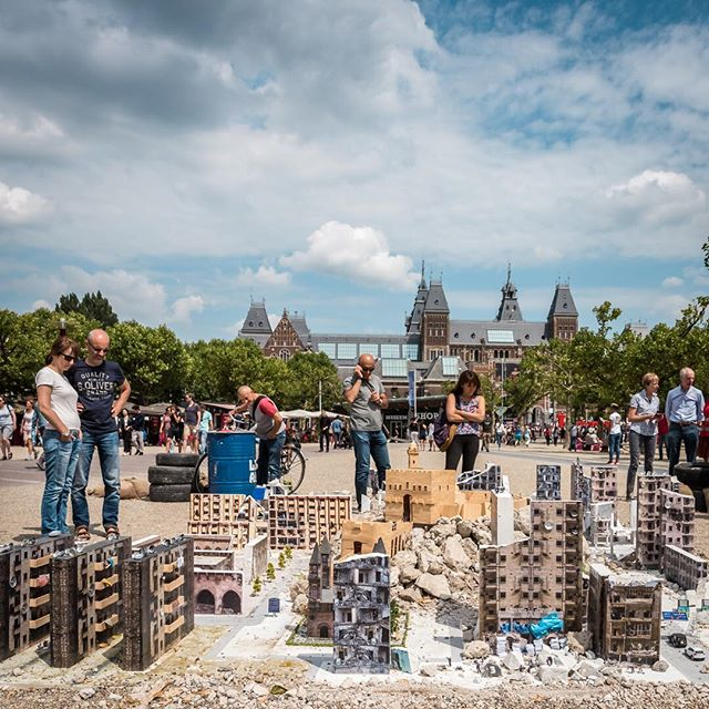 Destruction of Aleppo in miniature @ Museumplein Amsterdam livingaleppo.com #livingaleppo #powerofarthouse #museumplein #amsterdam #travelphotography