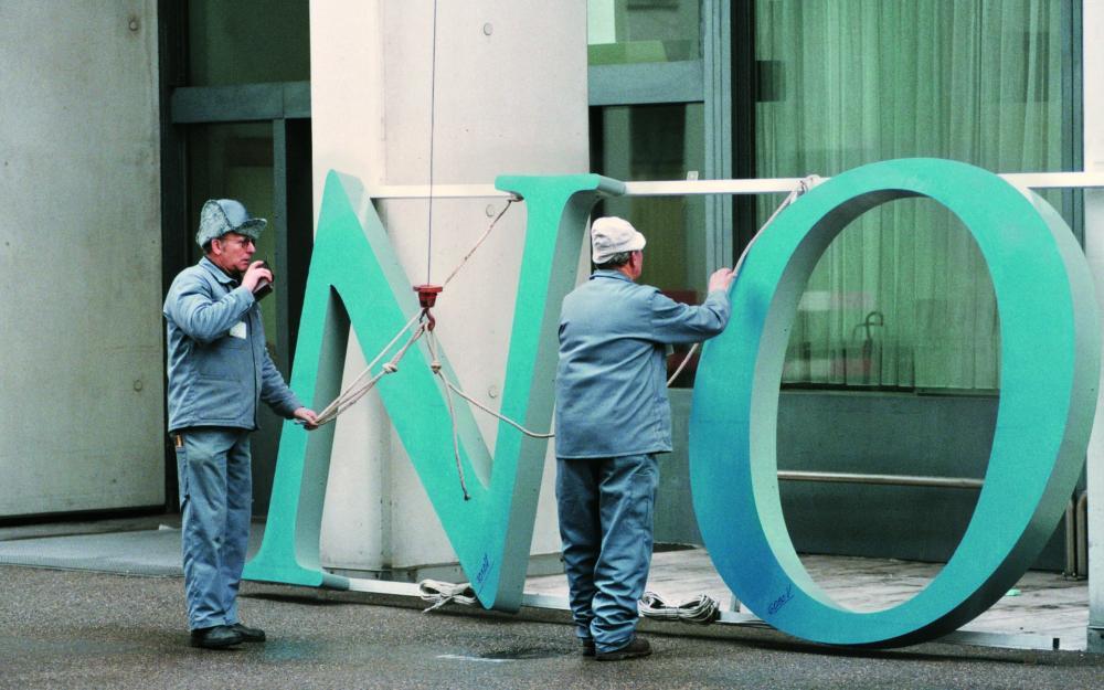 l'installation du logo Novartis
