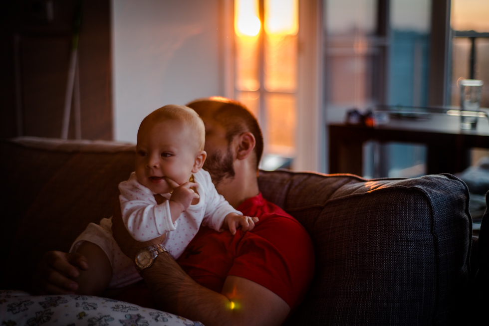 baby-and-daddy-playing-on-the-couch-before-bedtime-by-Jenny-Diaz-Toronto-Family-Photographer