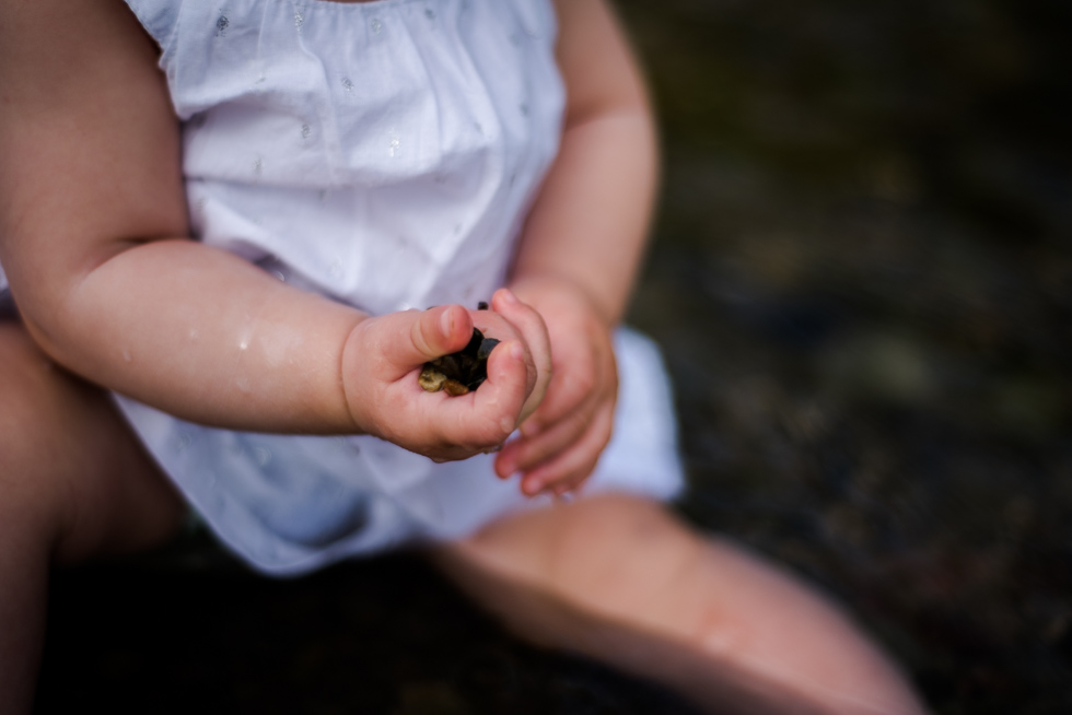 baby-playing-in-lake-ontario-at-humber-bay-in-the-summer-by-jenny-diaz-toronto-family-photographer